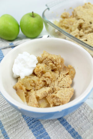 vegan apple crumble with cream