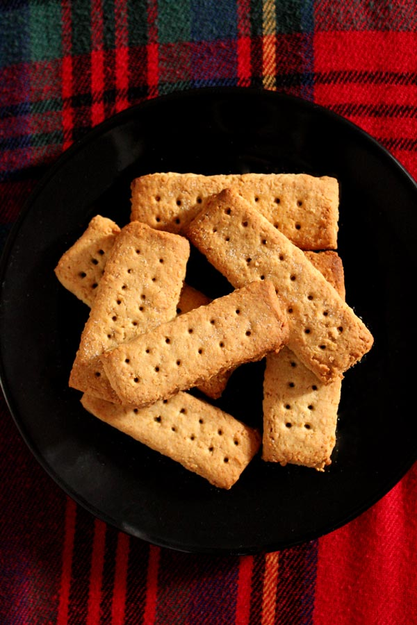Vegan gluten free shortbread with only 5 grams of sugar per serving! @bakedbyclo