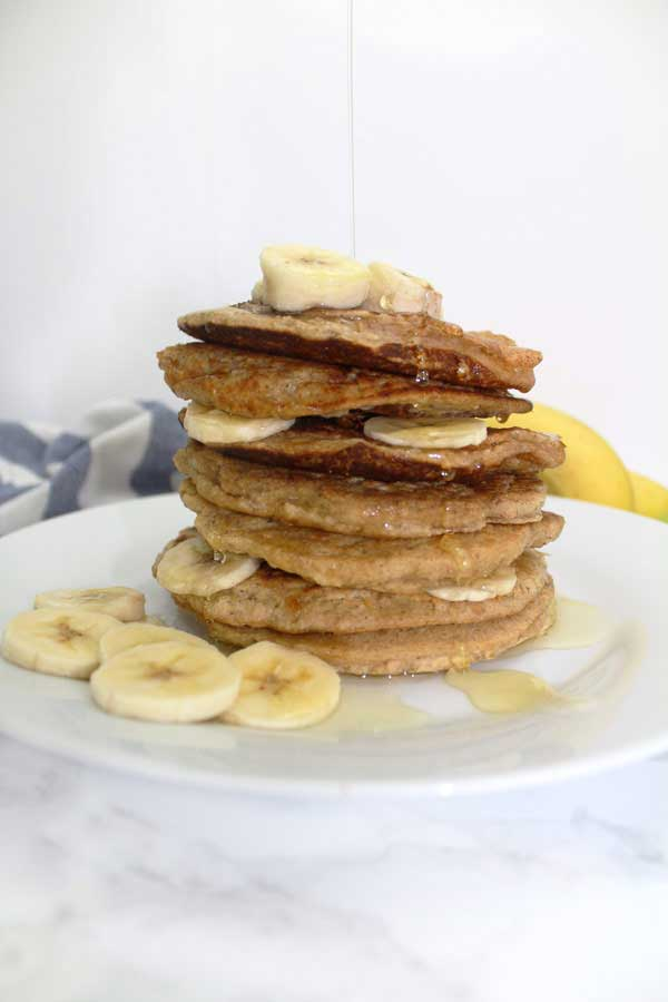 Easy vegan banana pancakes with only 4 ingredients!
