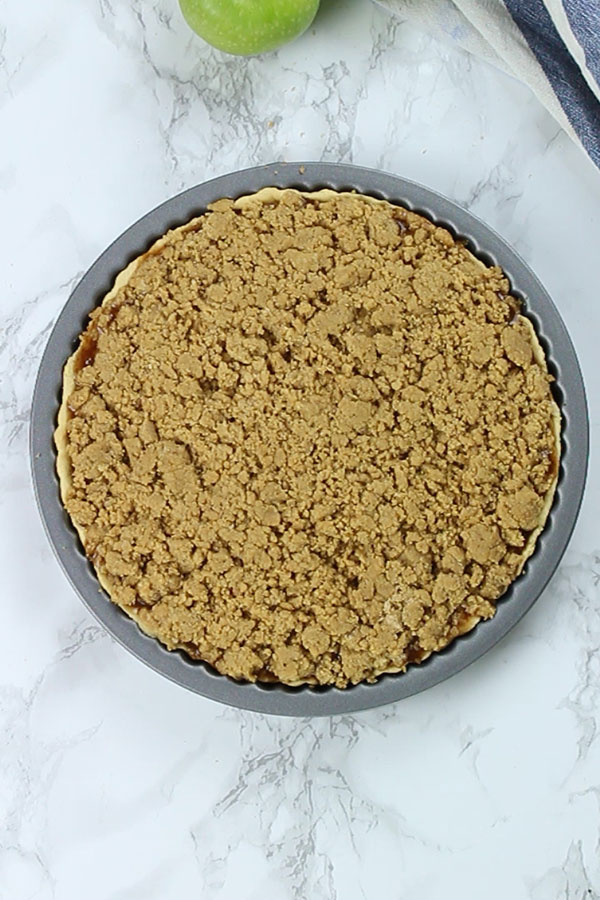 Apple crumble pie before baking