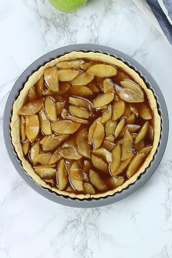 Apples in pie tin- Vegan apple crumble pie