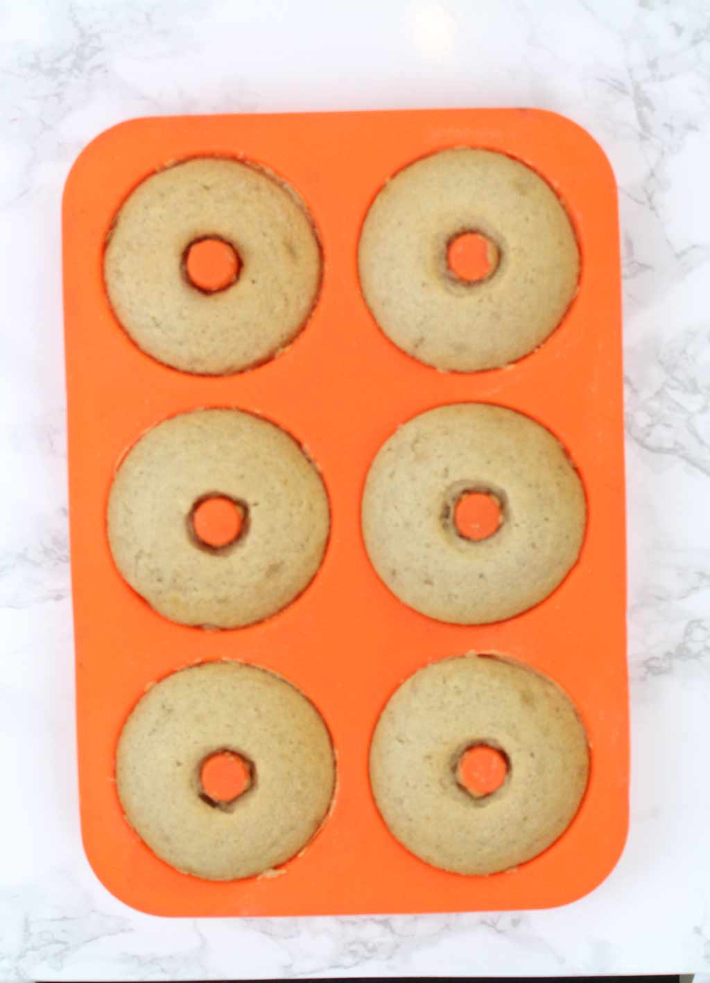 6 baked donuts in a donut mould