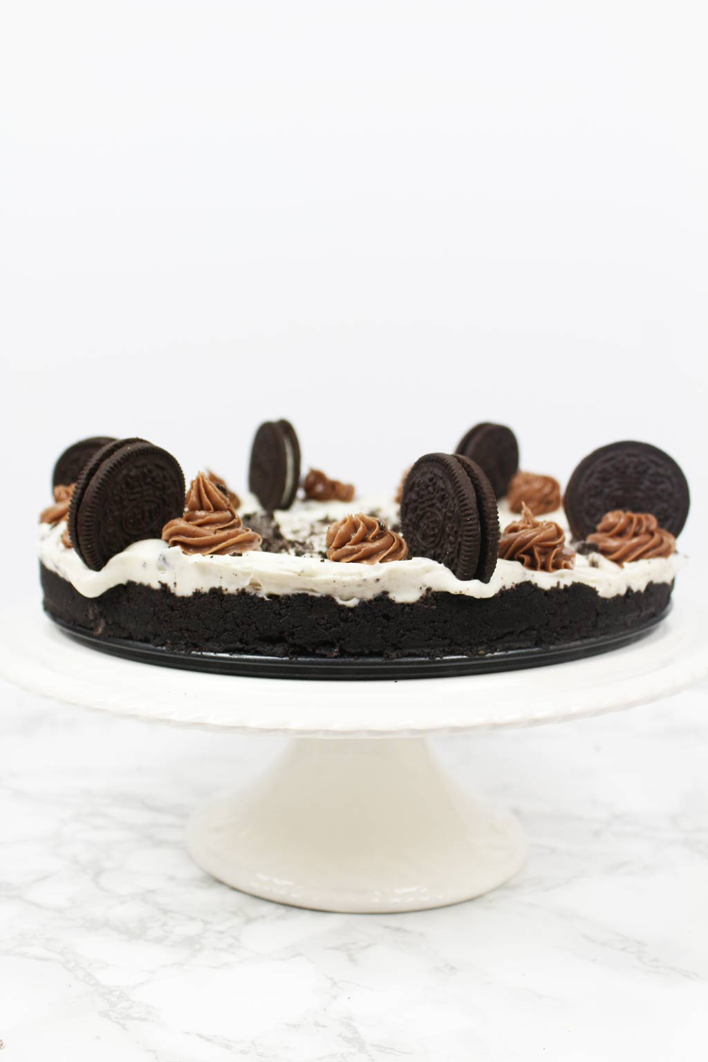 Oreo cheesecake on cake stand