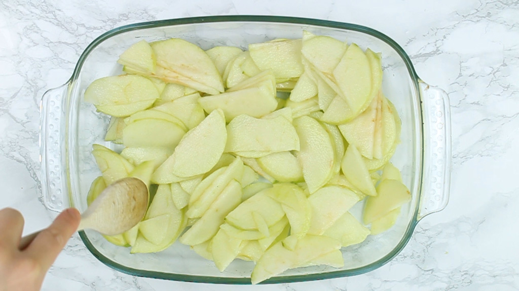 apple slices in baking dish